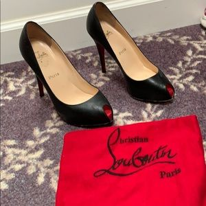 Shoes - Louboutin black patent leather pumps